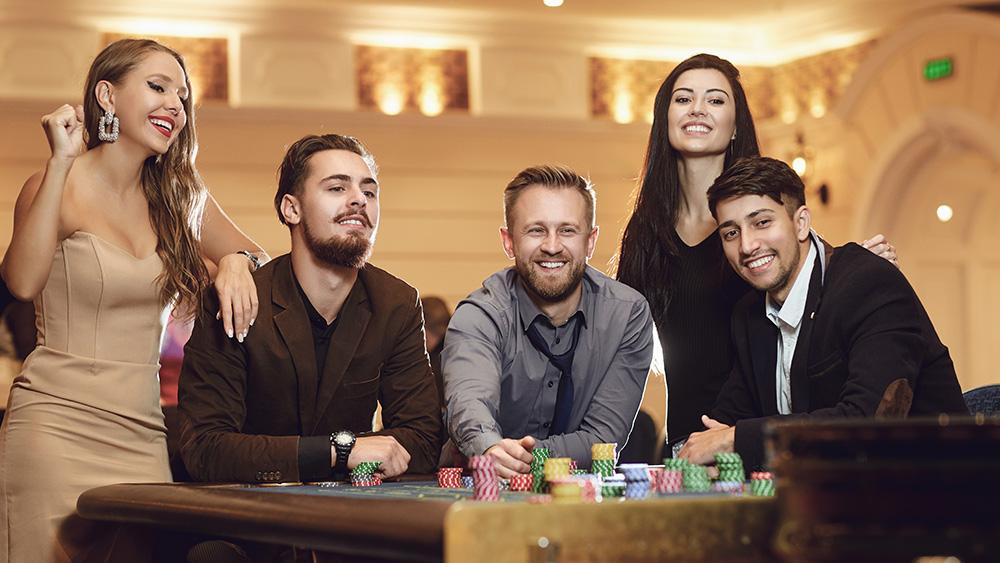 Игроки, желающие испытать удачу и заполучить крупный выигрыш, отправляются в онлайн казино и делают ставки в автоматах, чтобы получить желаемый результат.